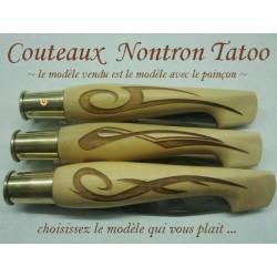 couteaux Nontron Tatoo 1, création en buis gravé, manche sabot, lame inox 9cm