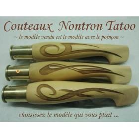 couteaux Nontron Tatoo 2, création en buis gravé, manche sabot, lame inox 9cm