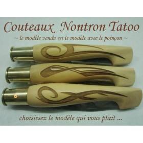couteaux Nontron Tatoo 3, création en buis gravé, manche sabot, lame inox 9cm